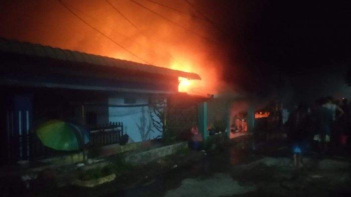 KEBAKARAN DI BATAM - 4 Rumah di Kompleks Baloi Ditpam Batam Terbakar