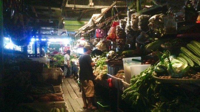 Suasana Pasar Tradisional Ranai Natuna, di Jalan Datuk Kaya Wan Mohd Rasyid, Kelurahan Ranai Kota, Kecamatan Bunguran Timur, Kabupaten Natuna, Kepri, Selasa (4/5/2021)