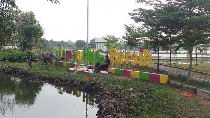 Sampah Berserak, Taman Hijau Bersih di Karimun Tak Sebersih Namanya