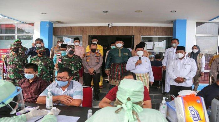 Di Hari Jadi Kabupaten Kepulauan Anambas, Abdul Haris dan Ansar Ahmad melakukan peninjauan terhadap pelaksanaan vaksinansi di RSUD Tarempa, Kamis (24/6/2021)
