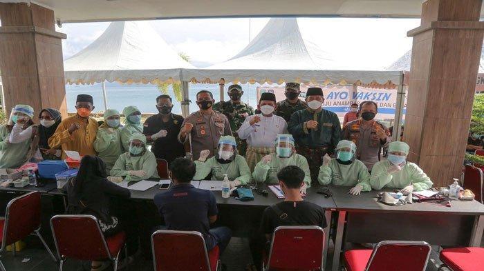 Foto bersama tenaga medis di UPT RSUD Tarempa