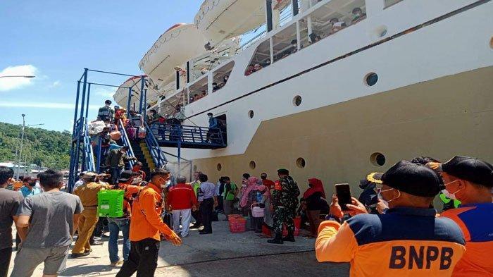 Sebanyak 58 penumpang KM Bukit Raya turun di Pelabuhan Tarempa, Anambas, Senin (5/7/2021)