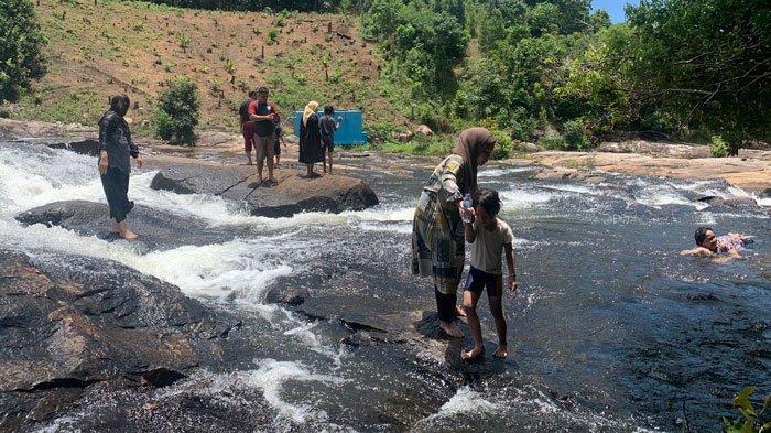GRATIS! Lokasi Air Terjun Temburun Tarempa Timur Tak Pernah Sepi Pengunjung saat Weekend