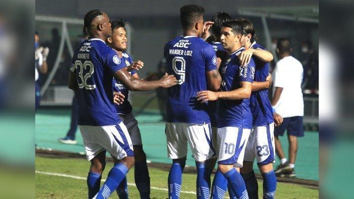 Para pemain Persib Bandung merayakan gol Marc Klok ke gawang Barito Putera di Liga 1 2021, Sabtu (5/9/2021)