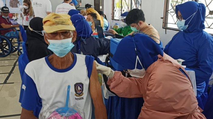 Sebanyak 527 Lansia di Kecamatan Belakangpadang, Kota Batam divaksin Covid-19.