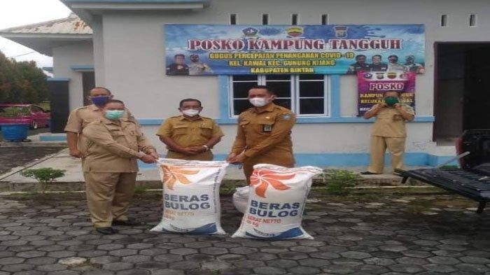 DKPP Bintan Salurkan Bantuan Beras ke Warga yang Jalani Isolasi Mandiri Gegara Corona
