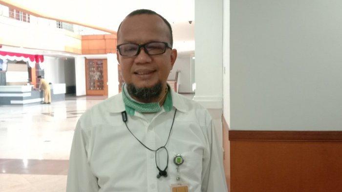 Anggota Komisi III DPRD Batam Muhammad Jeffry Simanjuntak saat diwawancarai Tribun Batam, Senin (6/7/2020) siang. Jeffry menyayangkan kondisi jalan bergelombang dekat Simpang Kuda Sei Panas tak kunjung diperbaiki