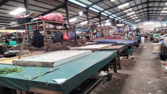 Suasana Pasar Bintan Centre Tanjungpinang, Selasa (6/7/2021). Tampak sejumlah lapak meja pedagang tutup pasca rapid tes antigen massal, Sabtu (3/7/2021)