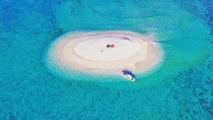 Pulau Busung di Kabupaten Kepulauan Anambas