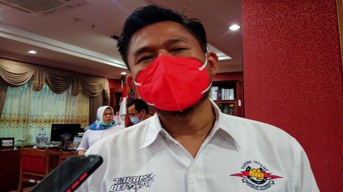 Ketua DPRD Batam Antar Atlet Tarung Derajat Kepri di PON XX Papua