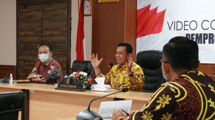 Gubernur Kepri, Ansar Ahmad saat pembukaan pelaksanaan Rapat Kerja Pemerintah Desa se-Provinsi Kepulauan Riau (Kepri) melalui sambungan video conference di Lingga, Selasa (6/4/2021)