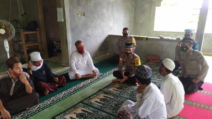 Kapolres Natuna Berbagi Tali Asih ke Pondok Pesantren, Ingatkan Prokes ke Ustaz dan Santri