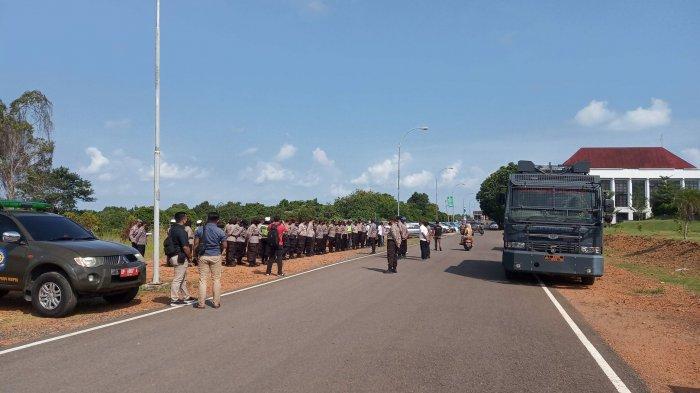 BUKAN Cuma Satu, Hari Ini Dikabarkan Ada 2 Aksi Demo di Kantor Gubernur Kepri, Ini Kata Polisi