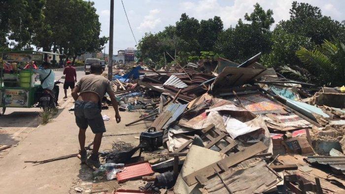 RATUSAN Kios di Simpang Barelang Batam Diratakan Tanah, Warga Nekat Cegat Alat Berat