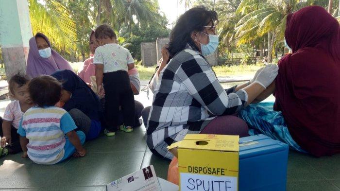 Vaksinasi massal yang dilakukan UPT Puskesmas Durai Kecamatan Durai Kabupaten Karimun