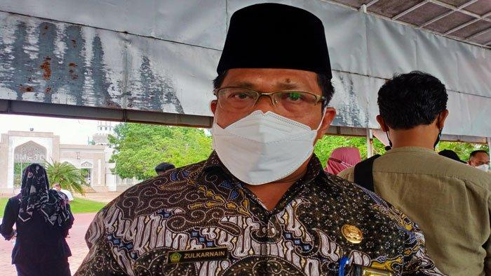 Kepala Kantor Kementerian Agama (Kemenag) Kota Batam, Zulkarnain Umar, diwawancarai usai rapat di panggung Engku Putri, Batam Center, Rabu (7/7/2021).