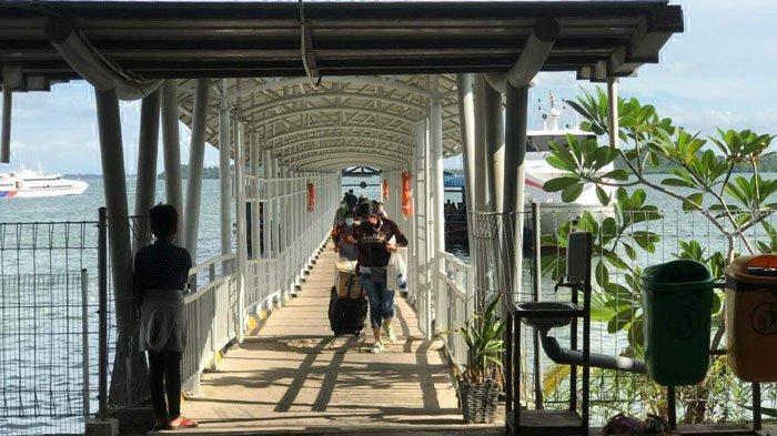 Suasana di Pelabuhan Domestik Sekupang Batam. Hari ini, Rabu (7/7/2021) akan ada 18 trip kapal dari Pelabuhan Domestik Sekupang, Batam yang dijadwalkan beroperasi ke berbagai pulau hingga sore.