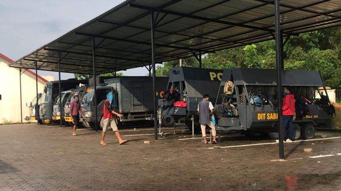 Sejumlah TKI Ilegal berada di Mapolres Bintan, Rabu (7/7/2021)