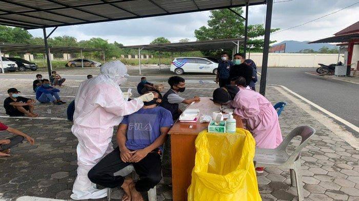 Polres Bintan Amankan 23 TKI Ilegal, Hasil Tes Antigen Lima Orang Positif Corona