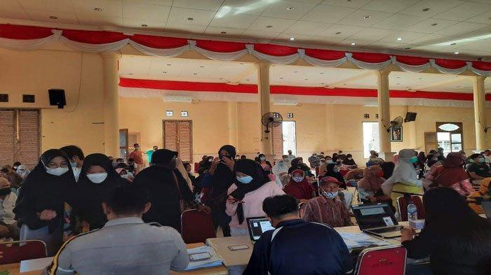 Vaksinasi Corona di Natuna Dilanjutkan, Warga Padati Gedung Seri Serindit