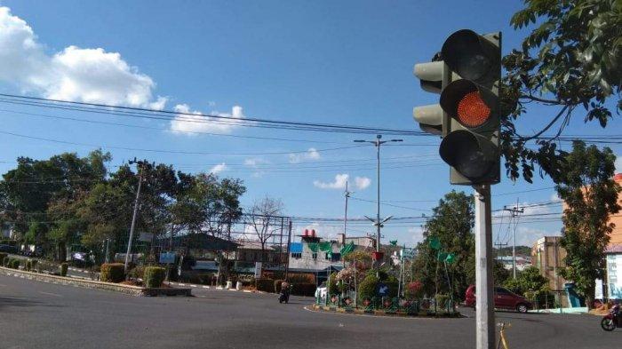 Traffic Light Simpang Jalan Basuki Rahmat Tanjungpinang Rusak, Cuma Lampu Kuning yang Menyala