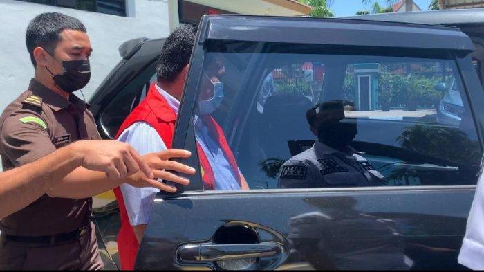 Kadishub Batam Rustam Efendi ditahan penyidik Kejaksaan Negeri Batam