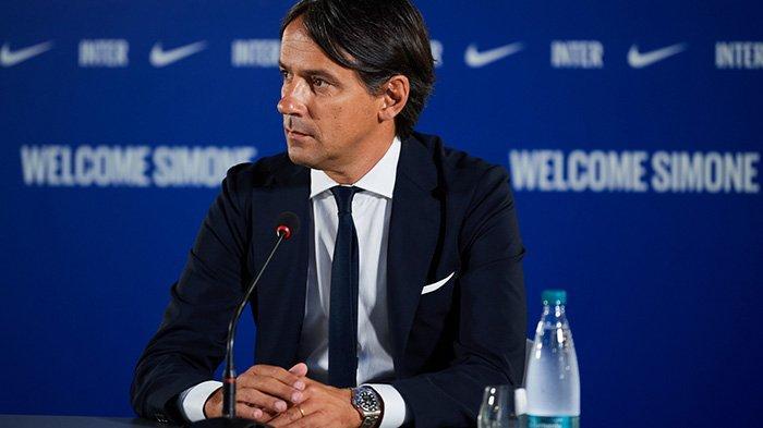 Pelatih Inter Milan Simone Inzaghi menjalani wawancara perdananya sebagai pelatih Inter mulai musim 2021-2022