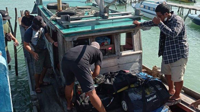 Tim Arkeolog bersama Dinas Kebudayaan Lingga dan tim melakukan survei terkait informasi dugaan benda cagar budaya berupa kapal di bawah laut Desa Suak Buaya