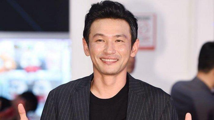Aktor Hwang Jung Min Dibawa ke Ruang Gawat Darurat, Agensi Beri Kabar Terbaru soal Kesehatannya
