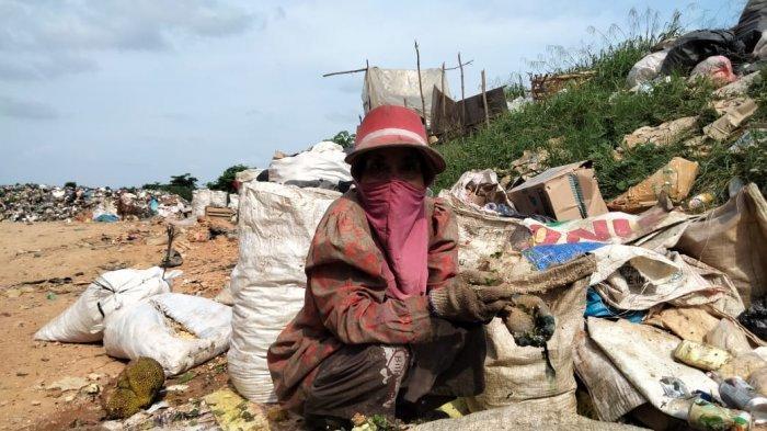 Kisah Miskayah Berteman Sampah dan Lalat Demi Bertahan Hidup di Tanjungpinang