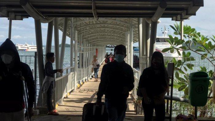Penumpang tiba di Pelabuhan Domestik Sekupang, Batam