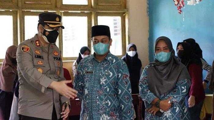 Bupati Lingga Muhammad Nizar Sapa Warga, Ingatkan Manfaat Vaksin Covid-19 bagi Tubuh
