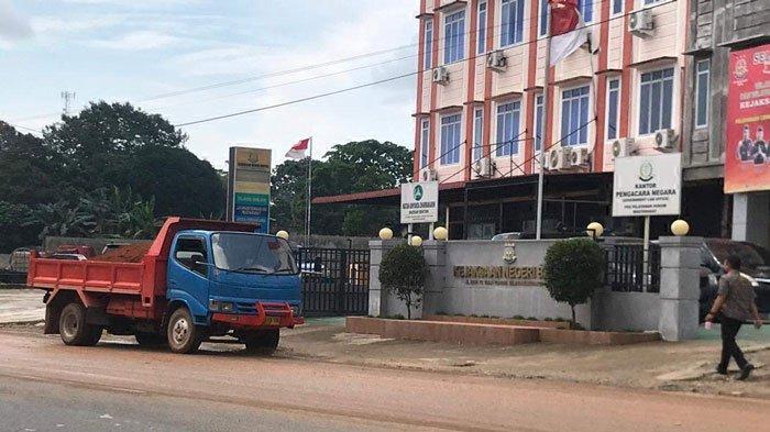 Warga Keluhkan Jalan Becek, Mulai dari Kantor BP Kawasan Bintan ke Arah Tanjungpinang