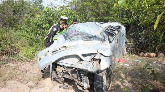 Pecah Ban, Toyota Avanza Ringsek Usia Kecelakaan di Bintan, Sopir Dilarikan ke Rumah Sakit