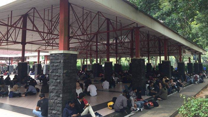 Although There Are No Vacancies, Thousands of Jobseekers Crowded In Batamindo, Batam
