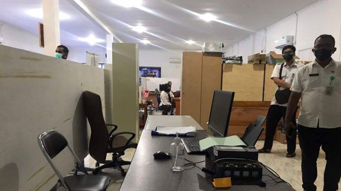 Sidak Wabup Lingga, Neko Wesha Pawelloy di perkantoran OPD wilayah Dabo Singkep, Kabupaten Lingga, Rabu (8/9/2021)