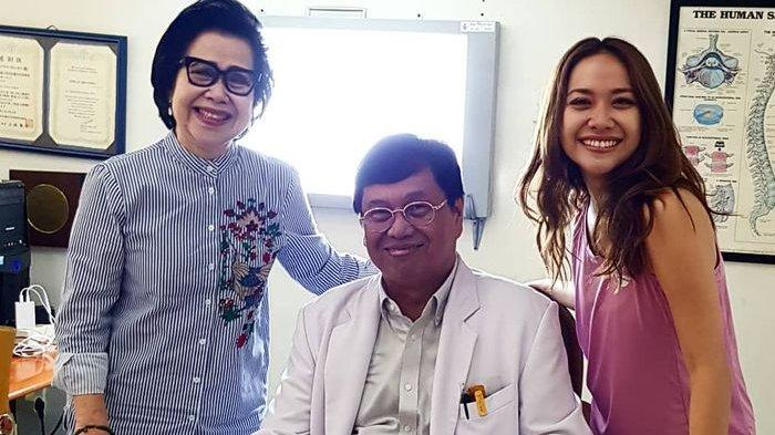 Kehidupannya Jauh dari Sorotan Kamera, Ibunda BCL Ternyata Berprofesi sebagai Dokter