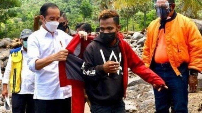 Pria Bercelana Robek Ini Tegaskan Tak Mau Cuci Jaket Merah Jokowi: Tidak Akan!