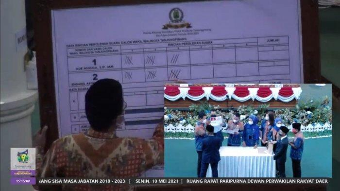 Penghitungan suara Pilwawako Tanjungpinang melalui live streaming, Senin (10/5/2021). Endang Abdullah unggul satu suara dari Ade Angga.