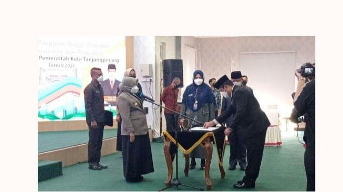 Foto Wali Kota Tanjungpinang melantik pejabat eselon II, III dan IV Pemko Tanjungpinang, Kamis (10/6/2021) di Aula Sultan Sulaiman Badrul Alamsyah, Kantor Wali Kota Tanjungpinang
