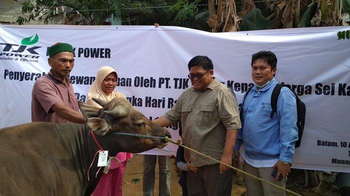 TJK Power Serahkan 6 Ekor Hewan Kurban bagi Masyarakat Seputar Punggur
