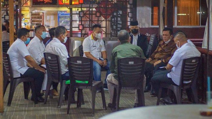Pertemuan Bupati Lingga dengan Gubernur Kepri, Ansar Ahmad di Golden Prawn Batam, Kamis (9/9/2021)