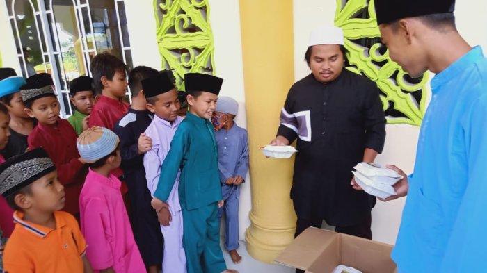 Komunitas GCM Gandeng Pameral dan FPBK Bagikan 150 Paket Makanan