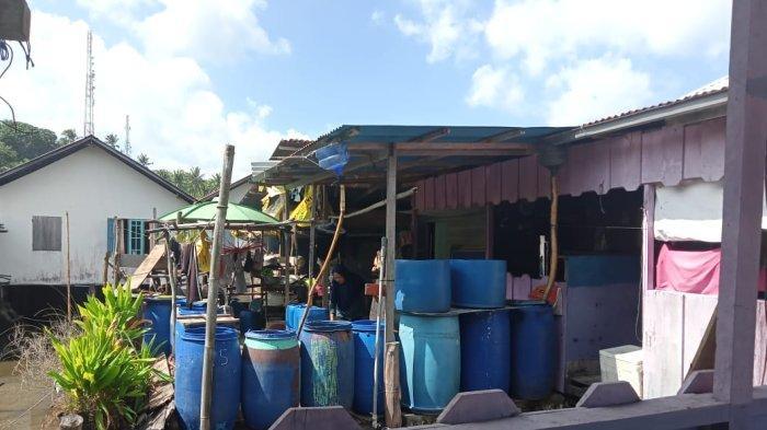 DEMI Bisa Mandi dan Minum, Warga Air Asuk Harus Beli Air Seharga Rp 25.000