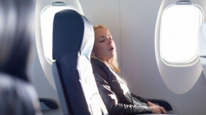 Ilustrasi tertidur di pesawat