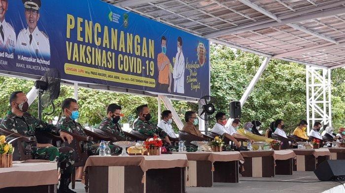 Sosialisasi Vaksinasi Covid-19 di Panggung Utama Dataran Engku Puteri, Batam Center, Senin (11/1/2020).