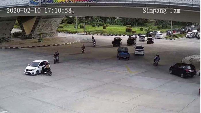 Viral Kecelakaan di Fly Over Laluan Madani Batam, Pengendara Sepeda Motor Terpental