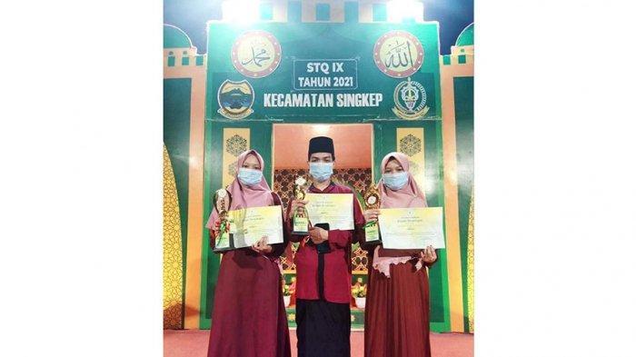 Sisca Wulandari, Prayoga Caspari, dan Saskia Nurcahyanti, tiga kakak beradik raih juara pertama cabang tilawah pada STQ tingkat Kecamatan Singkep, Kabupaten Lingga, Minggu (21/2/2021). Kini ketiganya akan bertanding untuk STQ tingkat Kabupaten Lingga
