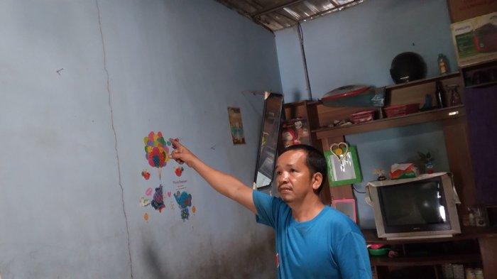TEMBOK Mulai Retak, Warga Kampung Aceh Cemas Takut Rumah Ambruk Akibat Proyek di Kawasan ABB