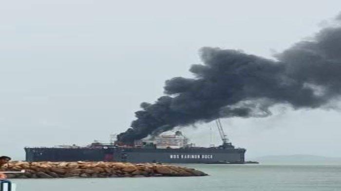 Kapal Tanker MTKetaling Milik PT Pertamina Terbakar